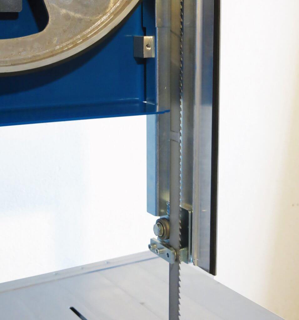 Die Zagro Bandsäge UVB 500 verfügt über eine präzise Sägebandführung, die sowohl oben als auch unten getrennt einstellbar ist.