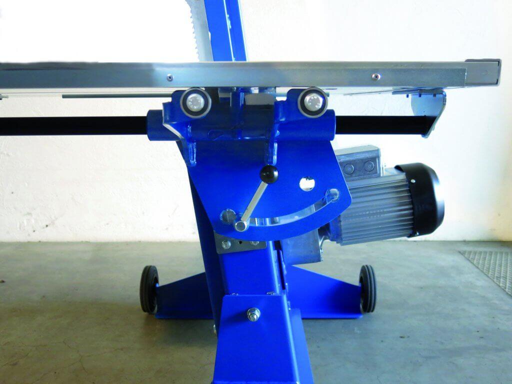 Die Zagro Bandsäge UVB 500 verfügt über einen Schrägstellung des Tisches, welche es ermöglicht auch Hohlkammersteine wie Porotin zu schneiden,